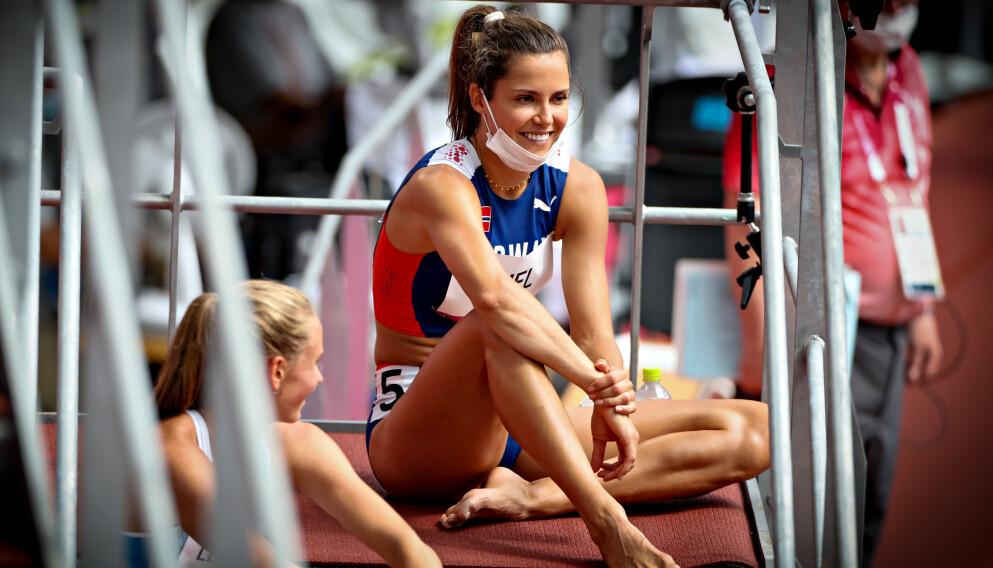 SPENT: Amalie Iuel ble sittende i ei trapp og se de andre heatene.