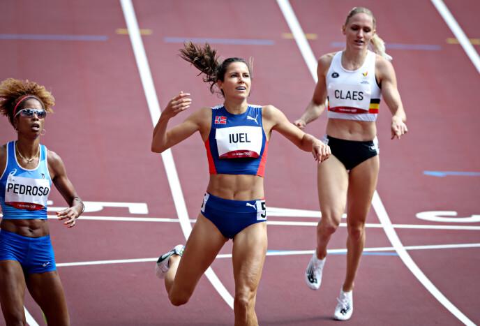MED ET NØDSKRIK: Amalie Iuel er klar for semifinalen i Tokyo mandag.