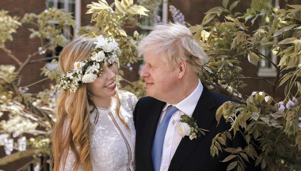 BABYLYKKE: Den britiske statsministeren og kona venter sitt andre barn sammen i desember. Foto: Rebecca Fulton / AP / NTB
