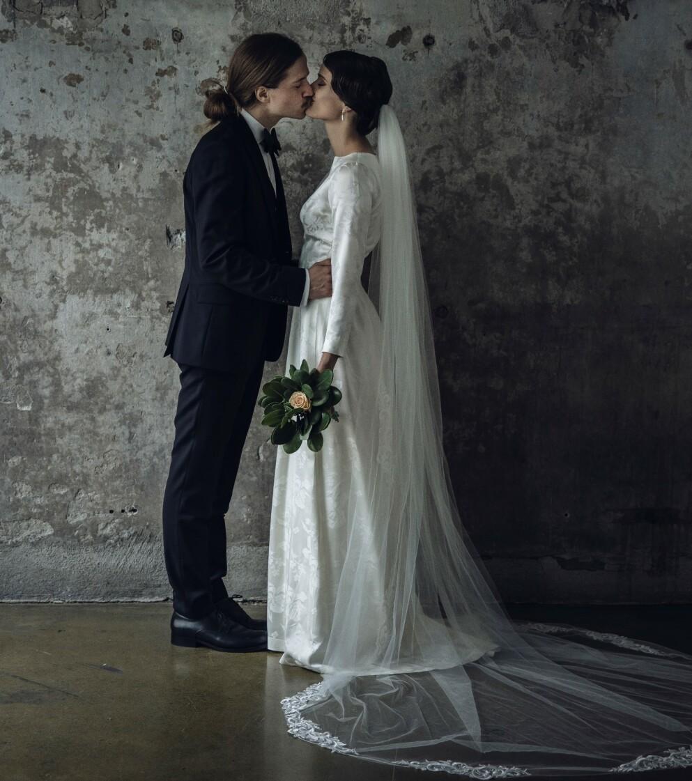 RØRENDE ØYEBLIKK: Jenny Langlo og Eirik Havnes sa ja til hverandre lørdag denne helga. Foto: Odin Jæger