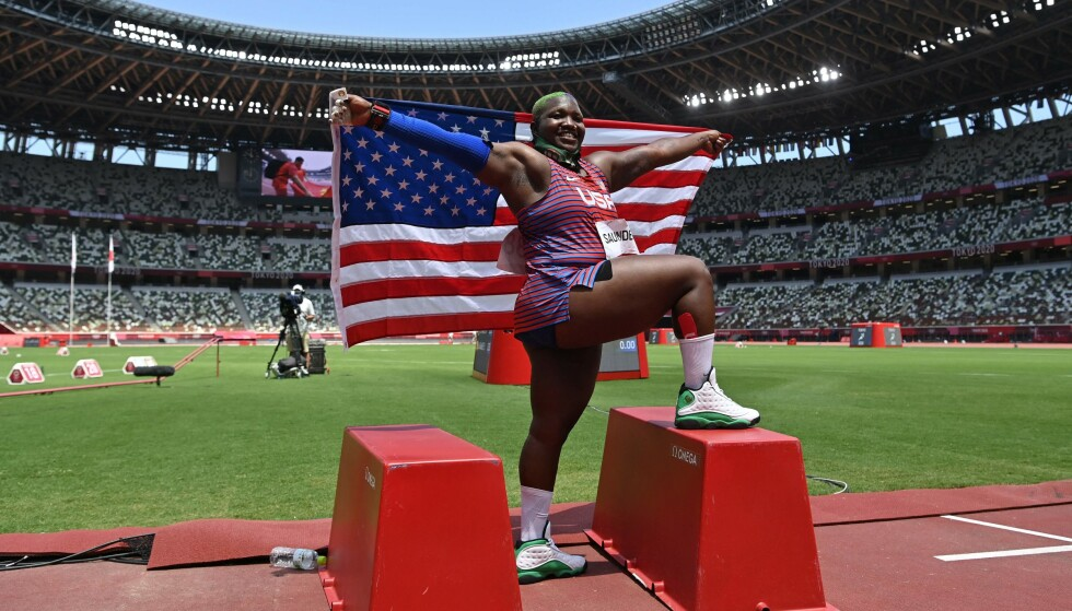 MEDALJE: Raven Saunders tok en sterk sølvmedalje i kulestøt søndag. FOTO: AFP