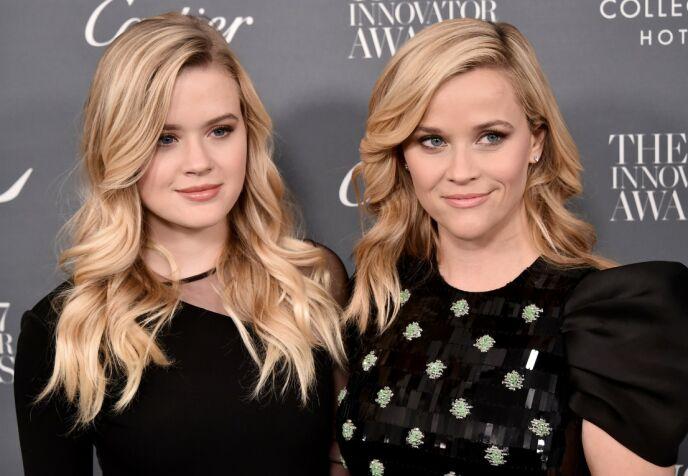 TVILLINGER: Det er ingen tvil om at Reese Witherspoons datter har fått hennes utseende. Foto: Steven Ferdman / REX / NTB