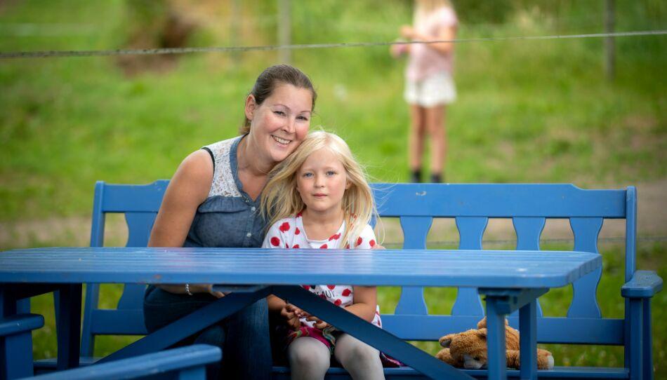 MAMMA: En av de viktigste tingene for henne er at døtrene skal huske moren sin med glede den dagen hun ikke er der lenger. Her med datteren Maja. Foto: JOHANNA SVENSSON