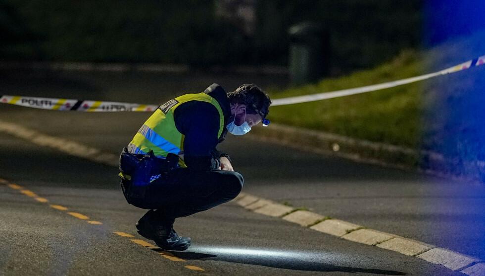 KNIVSTIKKING: En person ble mandag kveld knivstukket i Fagerheimgata i Oslo. Ifølge politiet skal kvinnen tirsdag ikke være alvorlig skadd. Foto: Fredrik Hagen / NTB