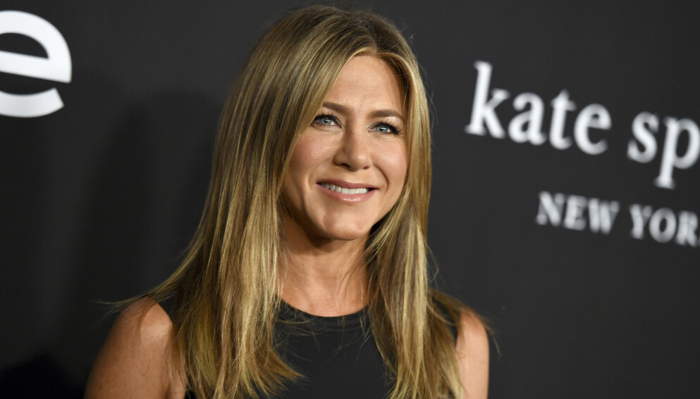 SMITTEVERN: Jennifer Aniston har vært en tydelig stemme gjennom hele pandemien. Nå kommer hun med en avsløring om omgangskretsen sin. Foto: Jordan Strauss / Invision /AP / NTB