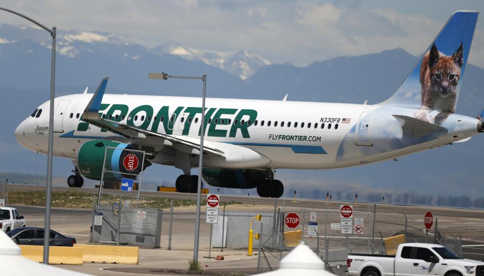 SUSPENDERT: Flyselskapet, Frontier Airlines, suspenderte de ansatte som var involvert i hendelsen. Foto: David Zalubowski / AP / NTB