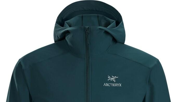 Denne lette vind- og vannavvisende turjakken fra populære Arc'Teryx er på tilbud hos Anton Sport nå.