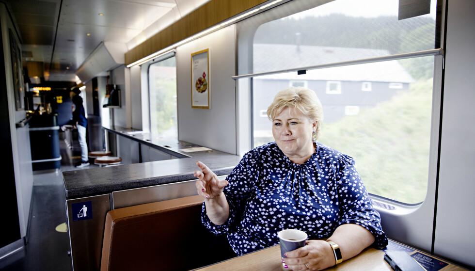 OPTIMIST: Statsminister Erna Solberg venter at nordmenn kan samle familie og venner til normal julefeiring i år. Hun er for tiden på valgkampturné i Nord-Norge. Foto: Kristian Ridder-Nielsen / Dagbladet