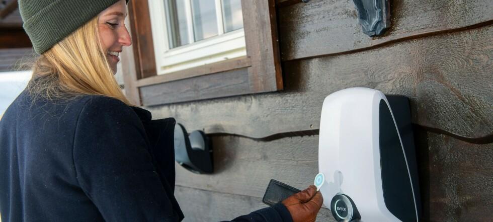 Scossa elettrica: ora il prezzo spot è molto più caro del prezzo fisso