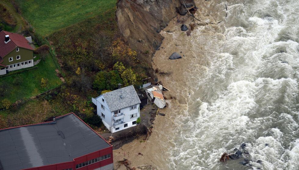 ODDA: Det var en «atmosfærisk elv» som førte til flommen i Odda. Foto: Marit Hommedal / NTB
