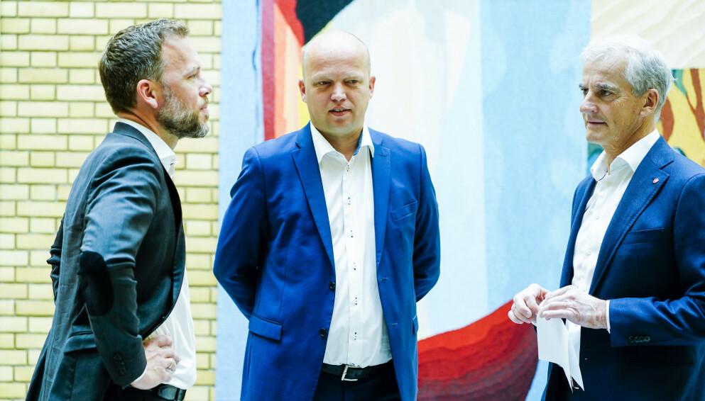 VIL IKKE STILLE OPP SAMMEN: Fra venstre SV-leder Audun Lysbakken, Sp-leder Trygve Slagsvold Vedum og Ap-leder Jonas Gahr Støre - ved en tidligere anledning. Foto: Terje Pedersen / NTB