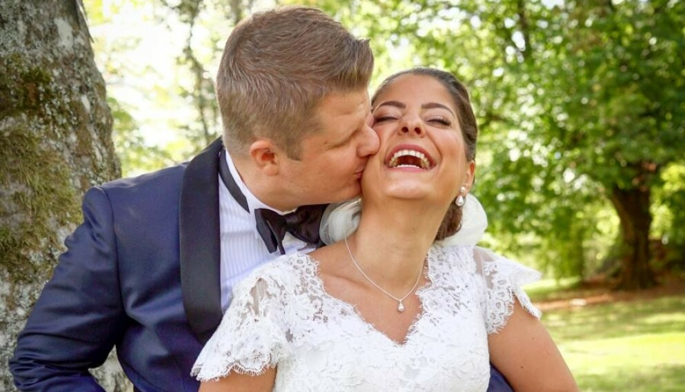 GIFT: Sara og Joakim Mäkiperä møttes for første gang i bryllupet sitt i«Gift ved første blikk». Nå har de en datter sammen. Foto: TVNorge.