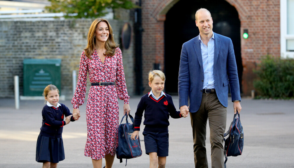 DEN GANG DA: Prinsesse Charlotte med mamma hertuginne Kate, storebror prins George og pappa prins William i 2019. Nå deler foreldrene et nytt bilde av henne. Foto: Splash News / NTB
