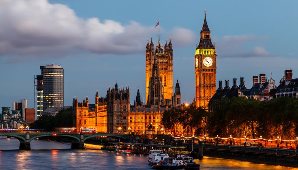 REKORD: Det har blitt registrert svært høye dødstall i Storbritannia det siste døgnet. Likevel går det framover med vaksineringen. Statsminister Boris Johnson sier at det er noe de kan være stolte over. Foto: Ansharphoto/Shutterstock/NTB