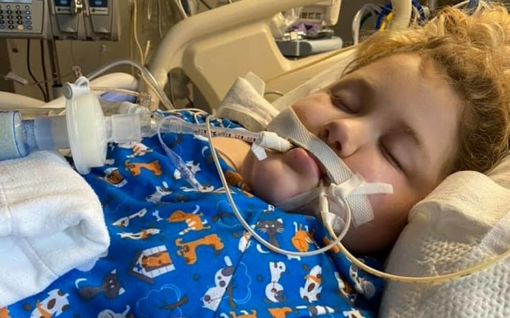 SYK: 9 år gamle Blair fikk alvorlige pusteproblemer, som følge av coronaviruset. Foto: Skjermdump/Facebook