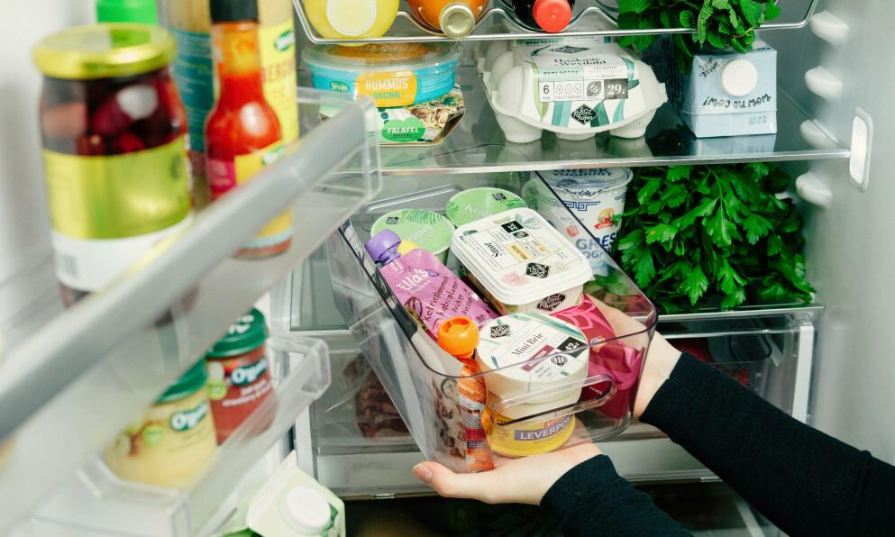 PÅ RETT PLASS: Orden og system i kjøleskapet gir mer orden i livet. Foto: Oda