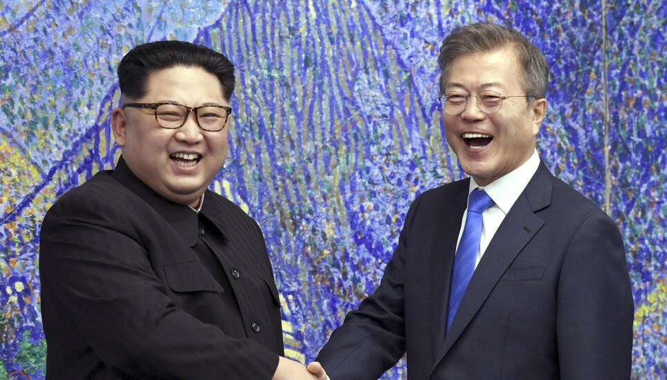 BEDRE: Bildet er fra 2018, da de to lederne bestemte seg for å jobbe med å bedre båndene. Foto: AP/NTB