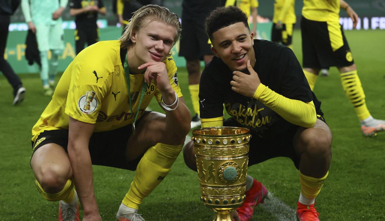 GODE VENNER: Det ble god stemning mellom Erling Braut Haaland og Jadon Sancho i Borussia Dortmund. Foto: Martin Rose/Pool via AP.