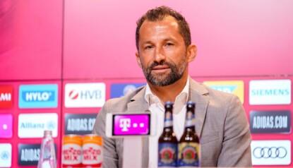 TYDELIG: Hasan Salihamidzic i Bayern la lite i mellom da han beskrev klubbens Haaland-interesse. Foto: Marco Donato / BAYERN MUNICH / AFP)