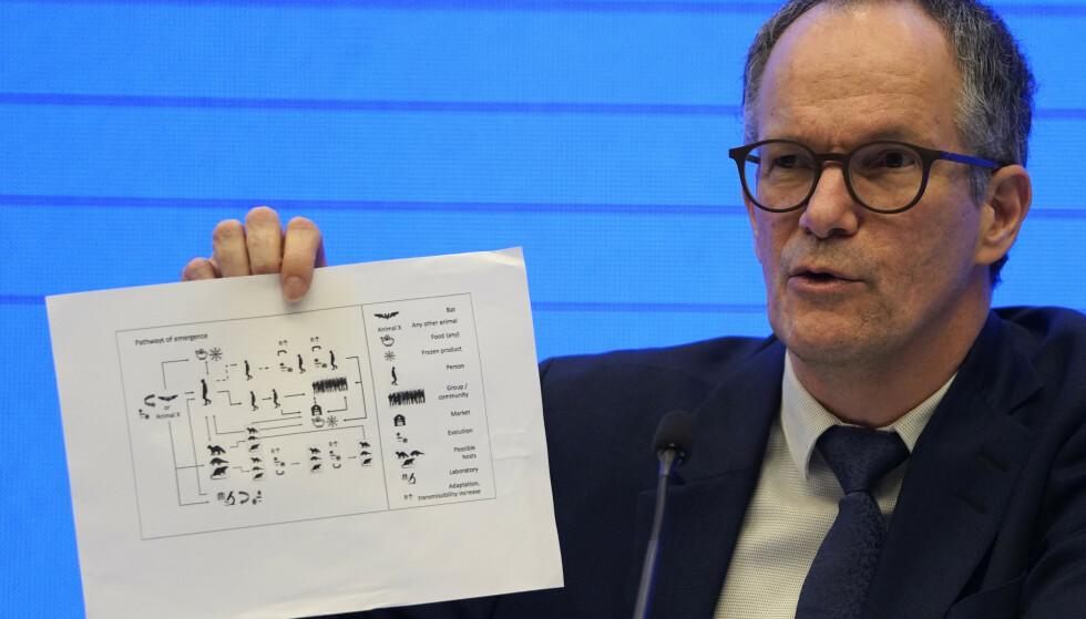 PETER EMBAREK: Den danske forskeren på en pressekonferanse etter WHOs oppdrag i Wuhan. Foto: AP/NTB