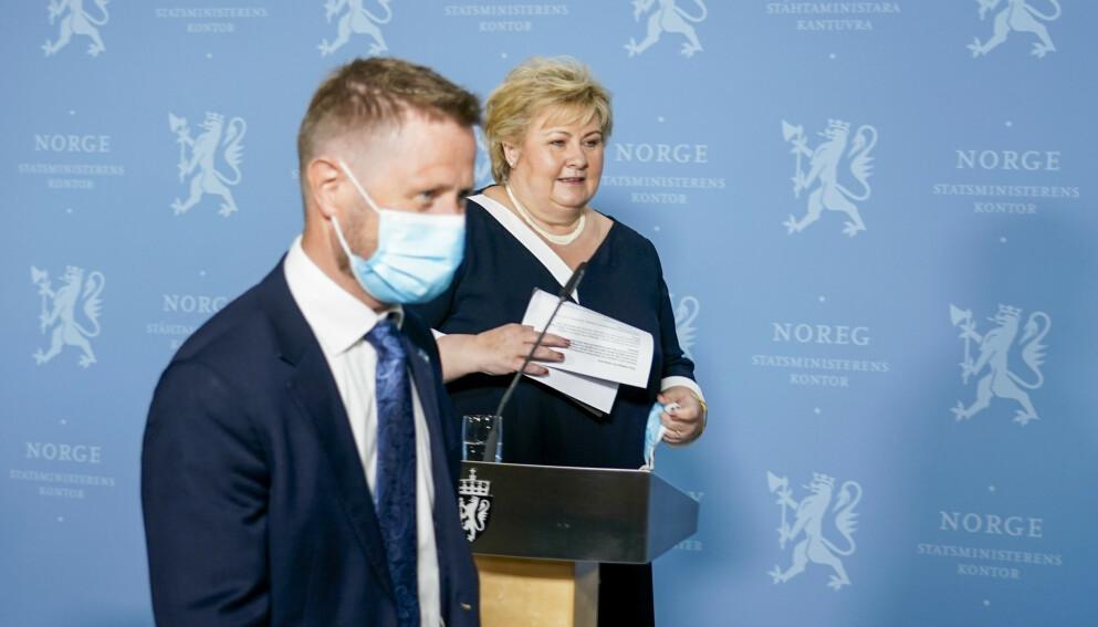 VIL ÅPNE: Regjeringen, her ved helseminister Bent Høie og statsminister Erna Solberg, har signalisert gjenåpning av samfunnet i september. Kan føre til en fjerde smittebølge, skriver innsenderne. Foto: Gorm Kallestad / NTB