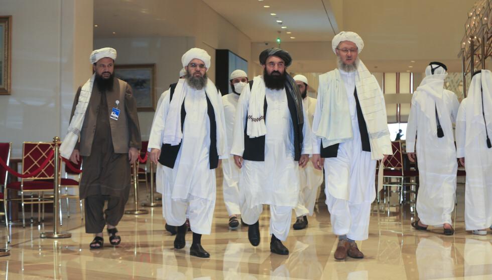 FORHANDLING: Talibans forhandlingsdelegasjon ankom torsdag Doha i Qatar for en ny runde med fredssamtaler. Foto: AP / NTB