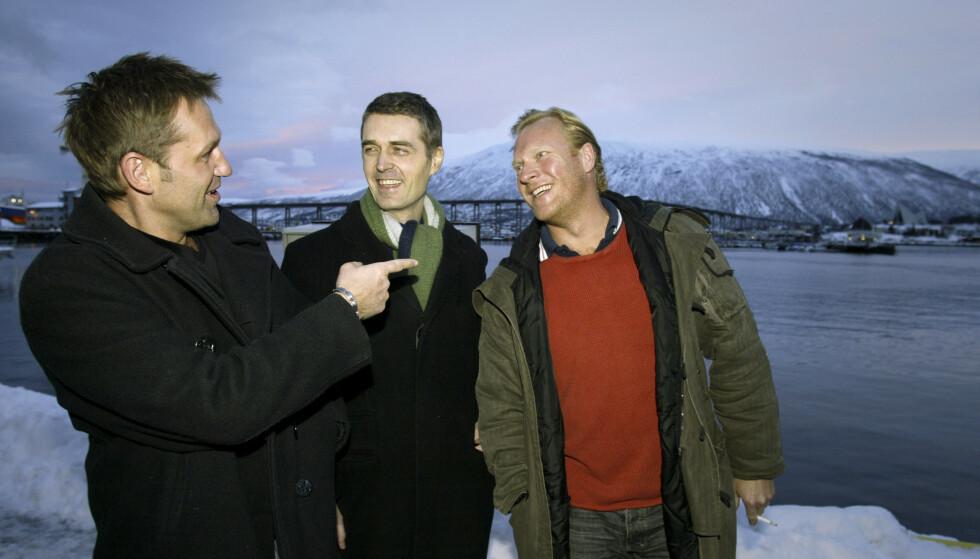 KOLLEGAER: Jørgen Langhelle og Sven Nordin sammen med regissør Erik Skjoldbjærg  under lanseringen av «En folkefiende» i 2005. Foto: Jan-Morten Bjørnbakk/NTB