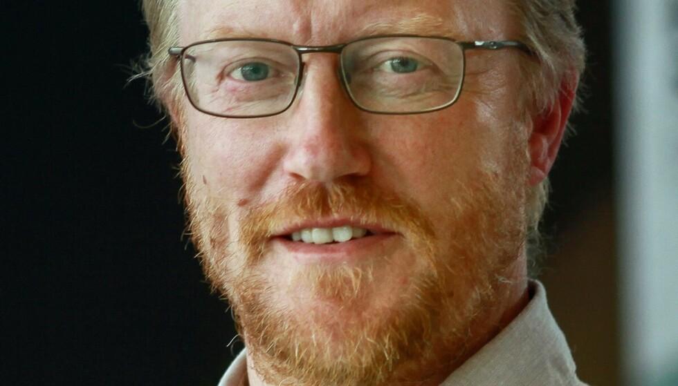 EKSPERT: Høyskolelektor Rune Aae tror han har svaret på den enorme ansamlingen av brunsnegler. Foto: Universitetet i Sørøst-Norge