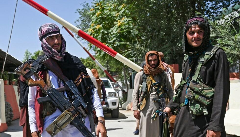 BOMMEN GÅR NED: For Afghanistan. Taliban-soldater kontrollerer Kabul. Foto: AFP / NTB