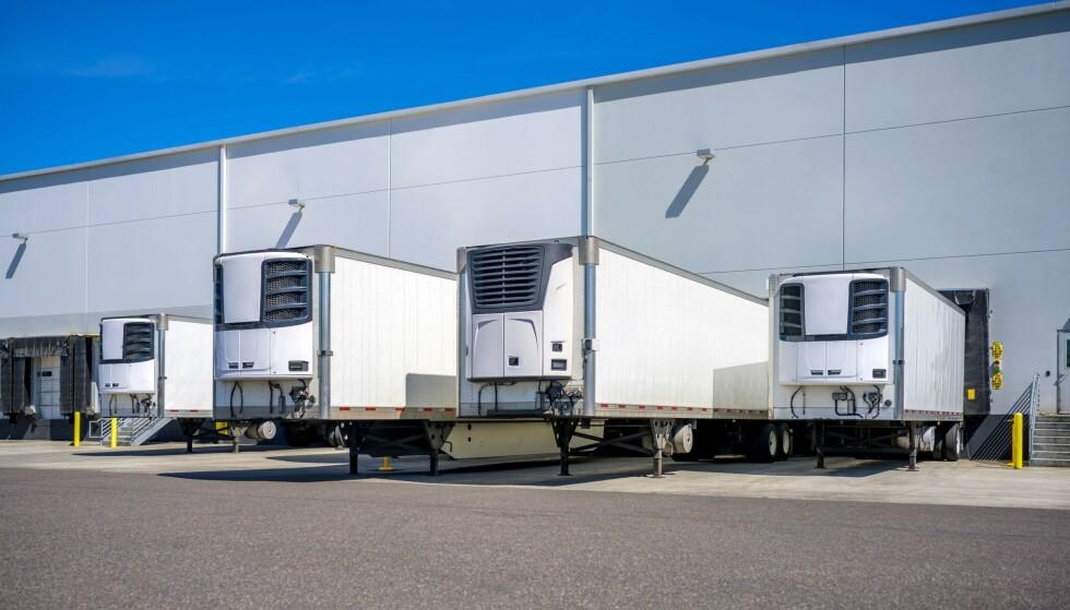 MOBILE LIKHUS: Smittetallene øker i El Paso, Texas. Fylkesdommer Ricardo Samaniego sier til AP News at fylket har bedt om fem nye trailere i tillegg til de seks mobile likhusene de allerede har. Foto: Vitpho / Shutterstock / NTB.