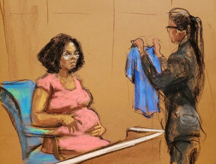 BEVIS: Jerhonda Pace tok med bevis i rettsaken på onsdag. REUTERS/Jane Rosenberg/NTB