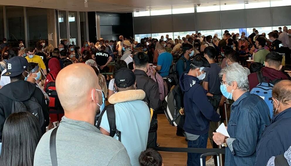 REAGERTE: Flere reagerte på kaoset da de ankom flyplassen. Foto: Privat