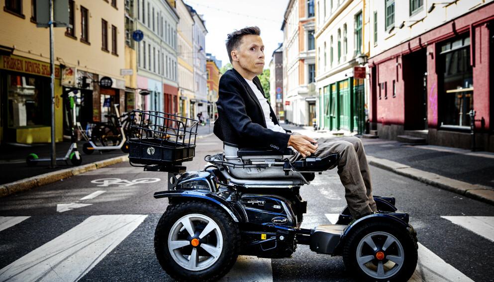 KONTROLL: Jan Grue skriver om alt det usynlige arbeidet for å «være en som får det til». Foto: Nina Hansen