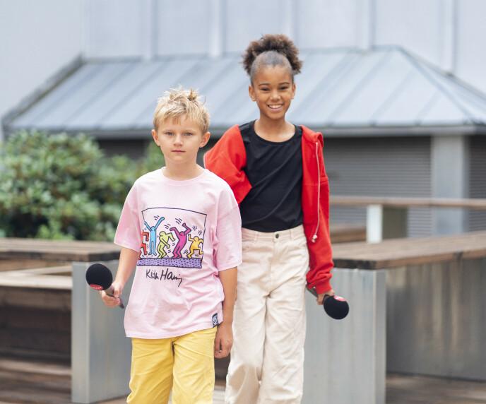 SJARMERENDE DUO: Ti år gamle Hjalmar Hegvik Ruud og elleve år gamle India Dee Roll Kvangarsnes skal lede «TV 2 Hjelper deg junior». Foto: TV 2