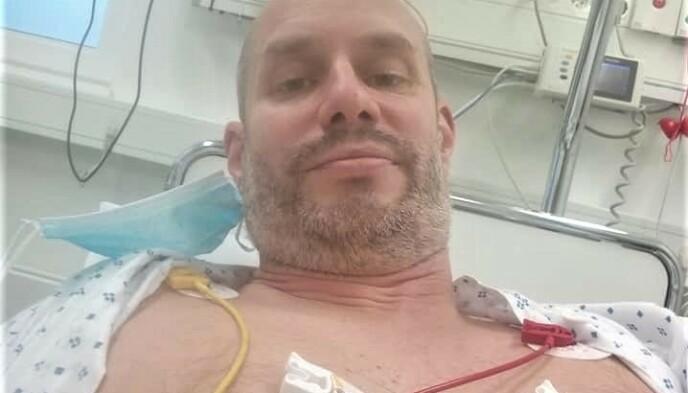 DØDSSYK: David Åleskjær fikk påvist blodpropp i begge lungene etter å ha blitt covid-19-syk. Nå tar han et oppgjør med mirakelpredikanten Svein-Magne Pedersen. Foto: Davidsliv.com