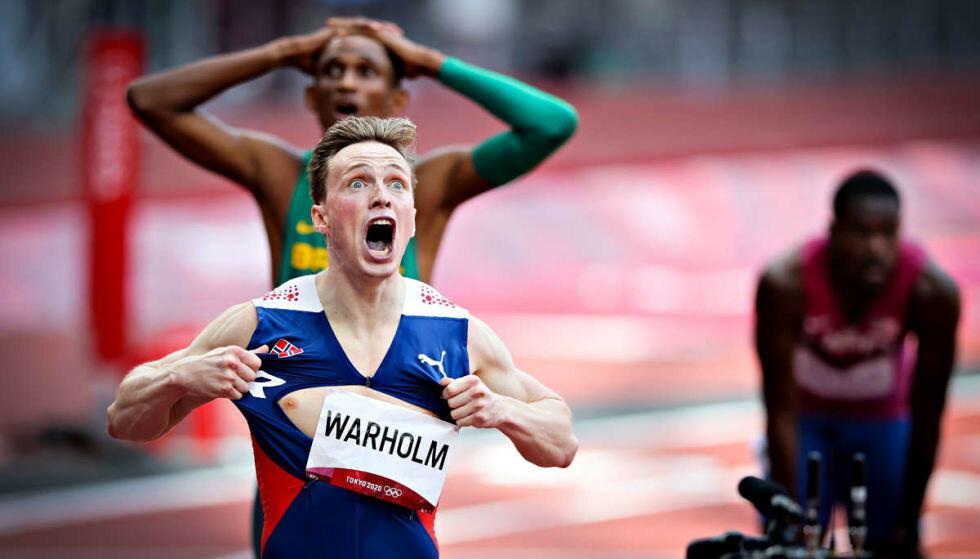 SEIERSBRØL: Karsten Warholm feirer etter å ha løpt inn til OL-gull på 400m hekk i Tokyo. Foto: Bjørn Langsem / Dagbladet