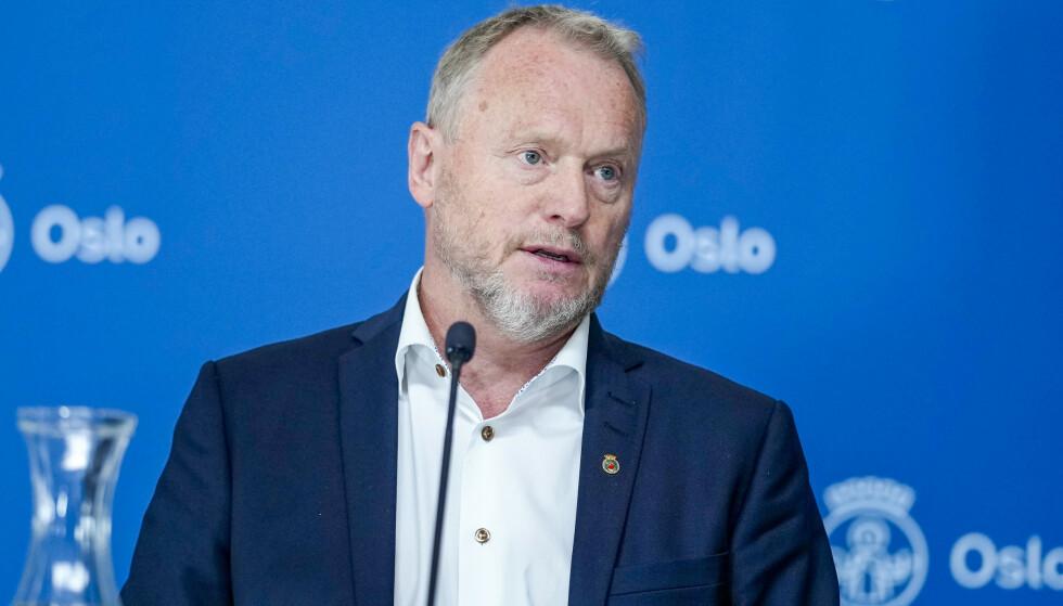 KUTTER I OMSORG: Midt i koronakrisen kjøper altså Oslo-byrådet en velfungerende privat barnehage til 65 millioner kroner. Samtidig kutter de både i eldreomsorgen og Oslo-skolen, skriver artikkelforfatteren. Foto: Fredrik Hagen / NTB