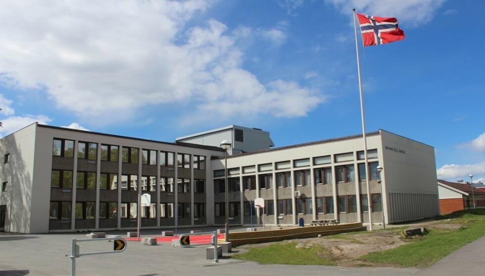 SKOLESMITTE: Torsdag kveld ble tiende trinn på Brannfjell skole i Oslo bedt om å bli hjemme i karantene. Foto: Shadi Alzaghari/Oslo kommune