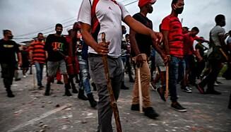 DEMONSTRERTE: I juli var det store protester flere stedet i Cuba, blant annet i hovedstaden Havanna og i San Antonia de los Banos. Her fra demonstrasjon i Havana i juli. Foto: AFP / NTB