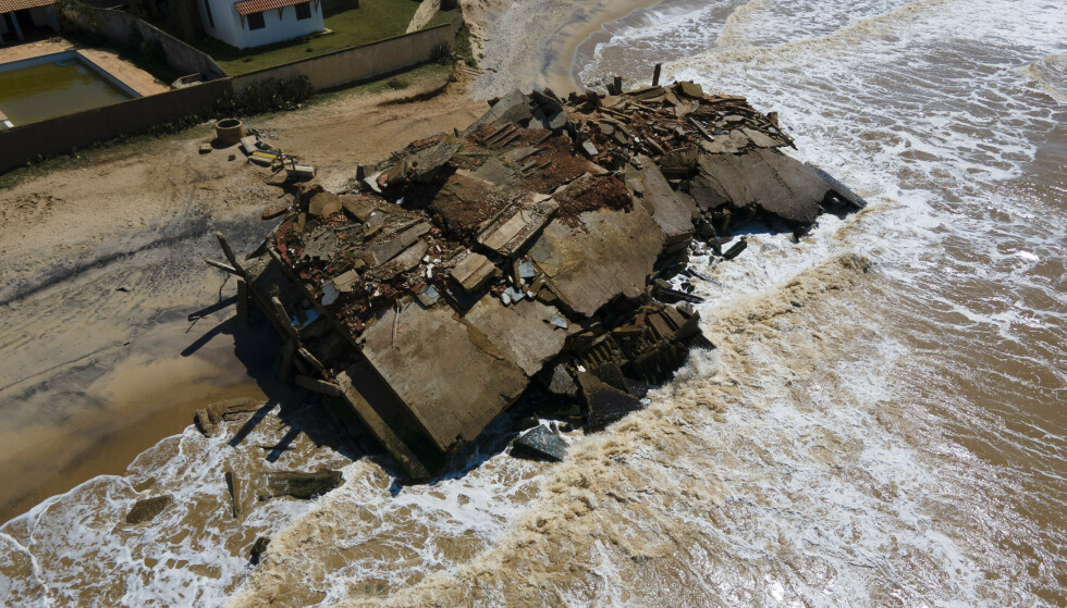 RUINER: Ruinene av hotellet Predio do Julinho som kollapset i 2008. Foto: Silvia Izquierdo/AP/NTB