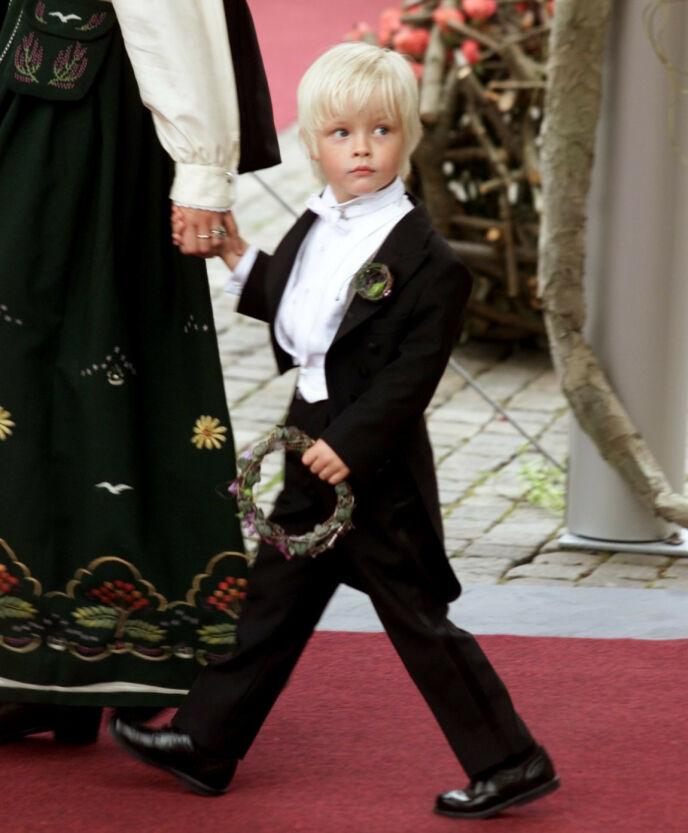 STOR DAG: Lille Marius fikk naturligvis også mye oppmerksomhet på brudeparets dag. Foto: Ørn Borgen/NTB
