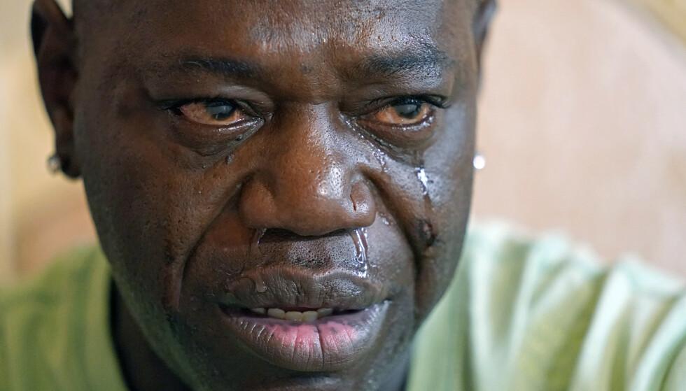 SLÅTT: Aaron Lerry Bowman tok til tårene i et intervju hvor han snakket om da han gjentatte ganger ble slått av en politimann. Foto: AP Photo/Rogelio V. Solis/NTB