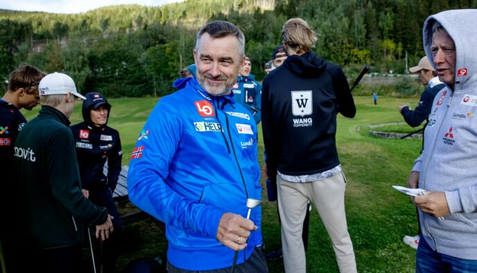 SMILET PÅ LUR: Clas Brede Bråthen trives som aller best når han får være i hoppmiljøet. Foto: Nina Hansen / Dagbladet