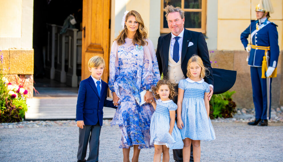 HJEMME IGJEN: Prinsesse Madeleine og familien rakk å delta på diverse arrangement i Sverige. Som her i forbindelse med prins Julians dåp. Foto: Shutterstock/NTB