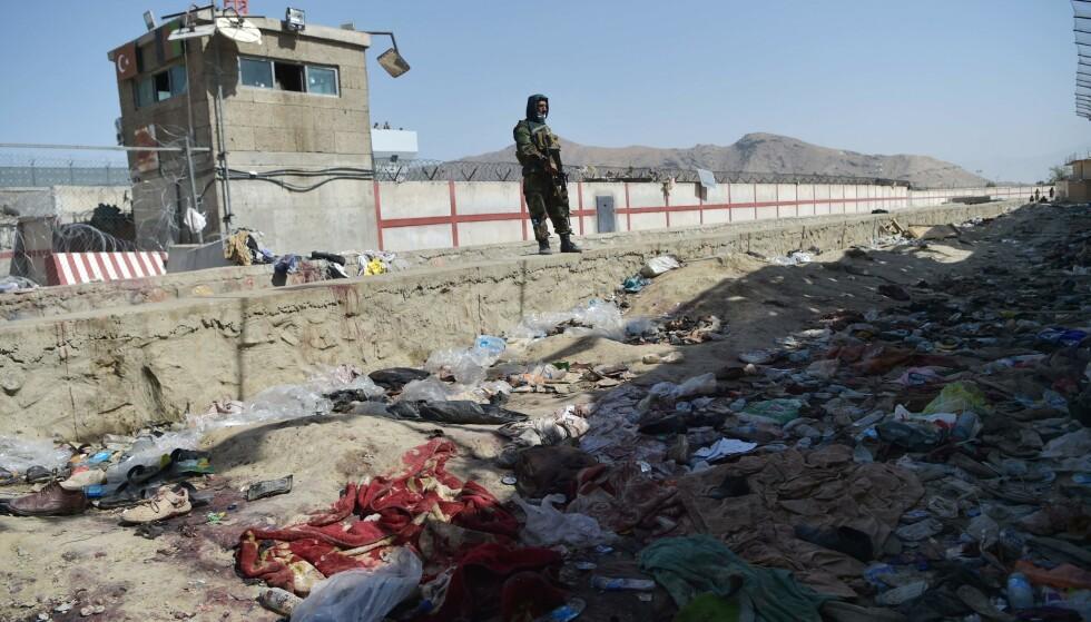 KATASTROFE I AFGHANISTAN: 26. august i år ble minst 170 drept i et selvmordsangrep ved flyplassen i hovedstaden Kabul som IS har tatt ansvaret for, deriblant 13 amerikanske soldater. Bildet er tatt dagen etter angrepet. Foto: Wakil Kohsar / AFP / NTB