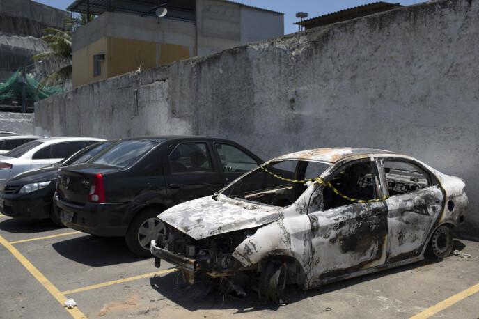 UTBRENT: Ambassadøren ble funnet i en utbrent bil. Foto: Leo Correa / AP