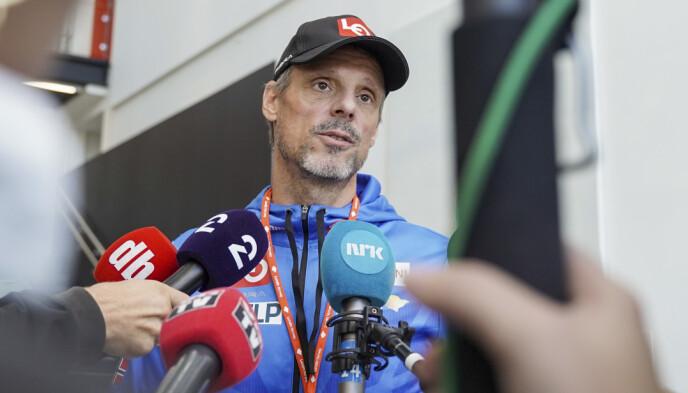 MER OPTIMISTISK: Alexander Stöckl snakker til mediene etter møtet. Foto: Ali Zare / NTB