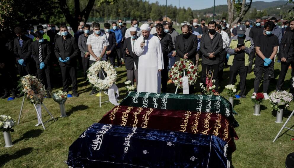 BEGRAVELSE: Mandag var det begravelse for de tre brødrene Emad (20), Ibrahim (18) og Yahya (17) som mistet livet i trafikkulykken i Flå i Hallingdal. Foto: Fredrik Hagen / Dagbladet