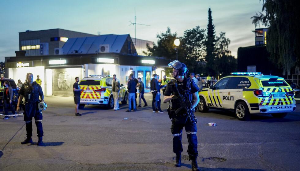 VED T-BANEN: Den fornærmede mannen skal ha blitt skutt ved en Narvesen-kiosk rett overfor T-banestasjonen på Brynseng i Oslo, opplyser politiet. Foto: Fredrik Hagen / NTB