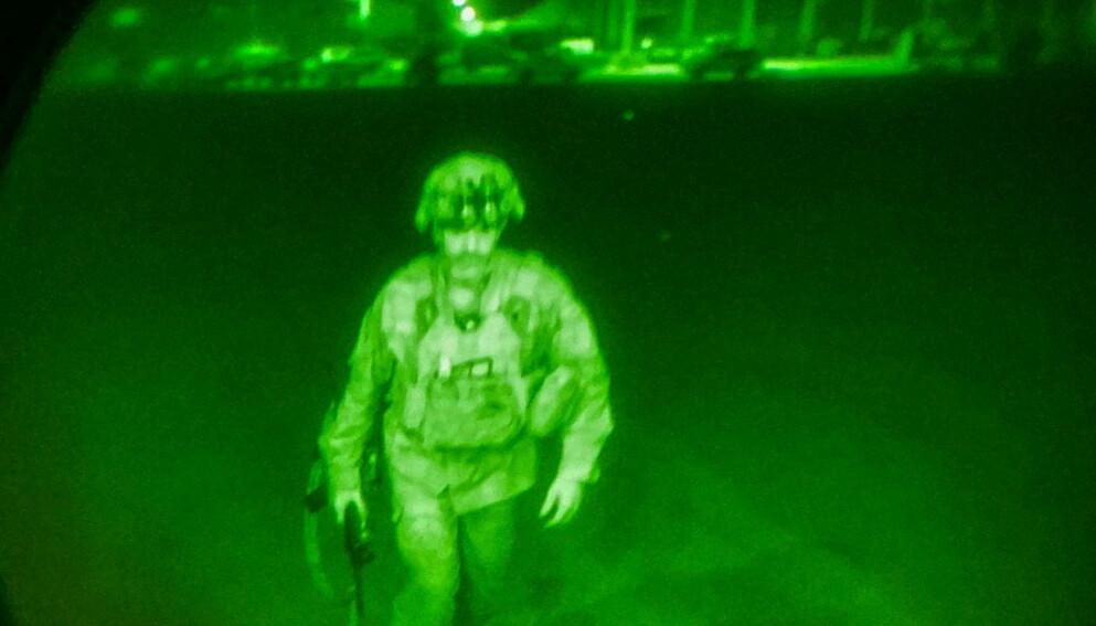 SISTEMANN UT: Den amerikanske generalen Chris Donahue er siste amerikaner som forlater Kabul i går kveld, ifølge Pentagon. Dermed er 20 års militær tilstedeværelse fra USA, Norge og Nato historie. Foto: Reuters / NTB